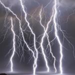 日本列島を襲った突然の雷雨!どこにでも落ちる雷から身を守る為には?